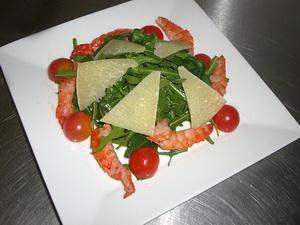 Как приготовить салат креветки руккола?