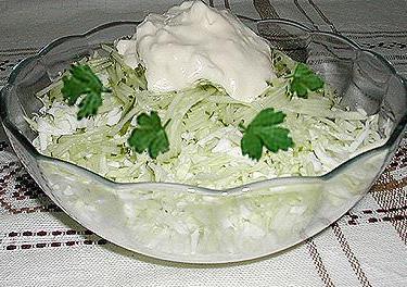 Капустный салат с чесноком - быстро и вкусно!