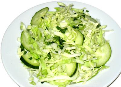 Вкусный салат из капусты свежей