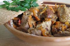 Как говядина тушеная с овощами в духовке готовится
