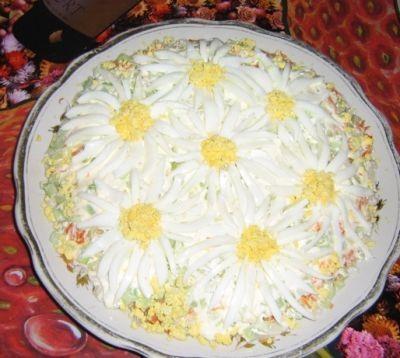 Вкуснейший рецепт салата Ромашка с фото