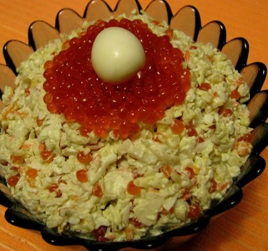 Вкусный салат Морская жемчужина в готовке
