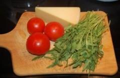 салат из рукоолы и помидоров