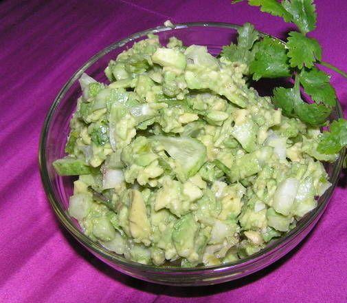 Как приготовить салат из авокадо с огурцом