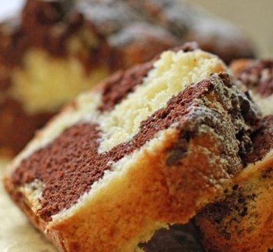Рецепт мраморного кекса освоит даже новичок
