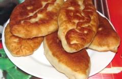 Пирожки жареные с яйцом и луком – два способа приготовления
