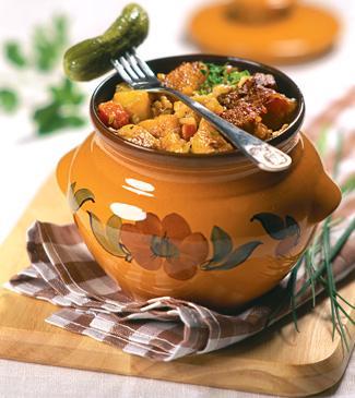 Мясо в горшочках готовим с добавлением разных овощей