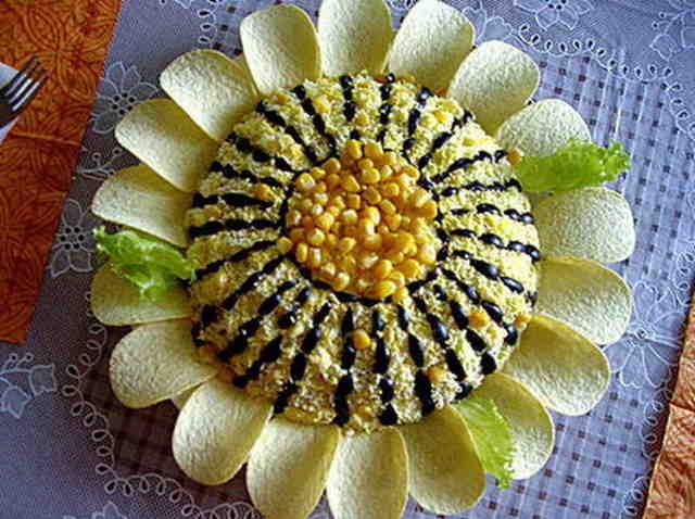 Готовим салат «Подсолнух» с чипсами с фото