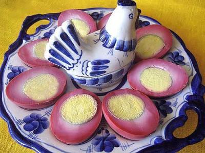 Красивые свекольные яйца