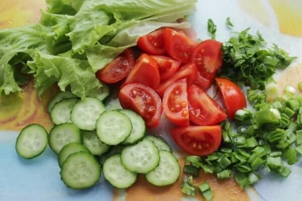 Салат «Курица, помидоры, огурцы» для летней трапезы