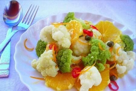 insalata-di-cavoli-e-arance-piccante-in-pento-L-0tDiaI