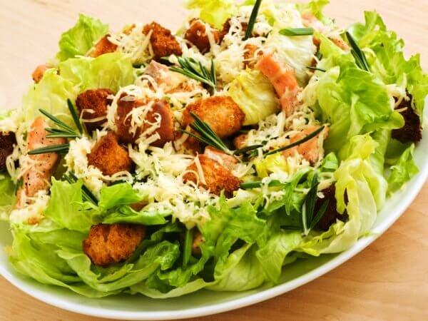 Как сделать Цезарь? Салат, соус или ролл?