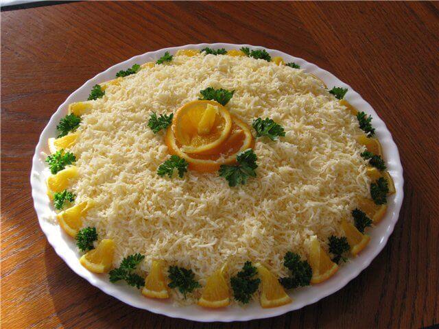 Праздничный и повседневный салат «Курица, яйца, сыр»