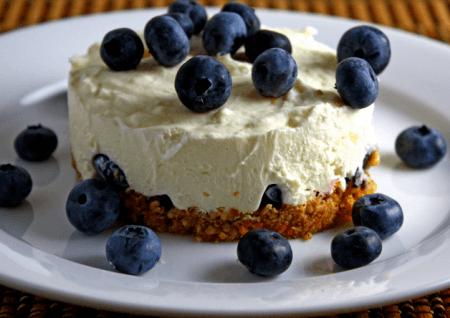 Десерт с лесными ягодами - отличное завершение ужина