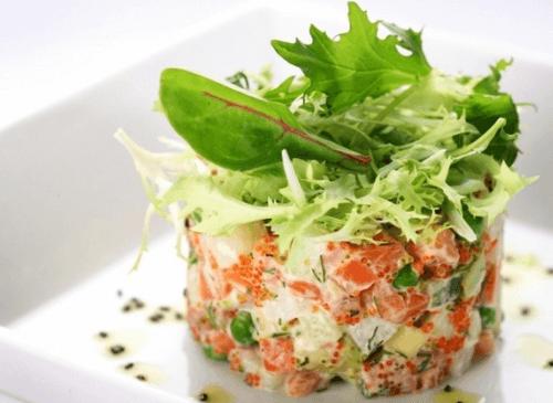 Салат-коктейль с красной рыбой