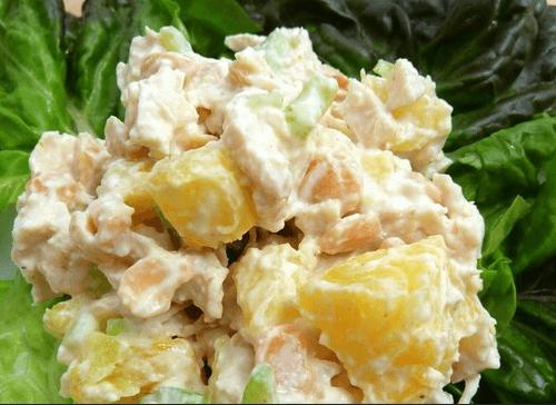 Ананас, курица и сыр в салате