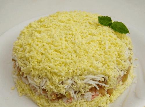 Слоеный салатик с ветчиной и сыром