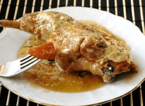 Кролик, запеченный в кефирно-горчичном маринаде