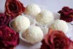 Поэтапный процесс, как сделать конфеты рафаэлло в домашних условиях