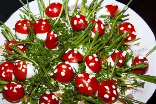 Грибочки из фаршированных перепелиных яиц