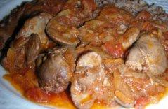 Куриная печень с луком и томатами