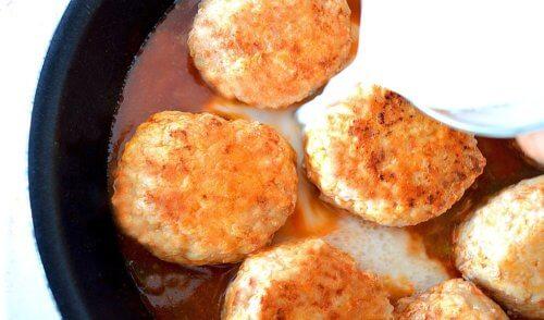 Рецепт сырно-сливочной подливы для котлет