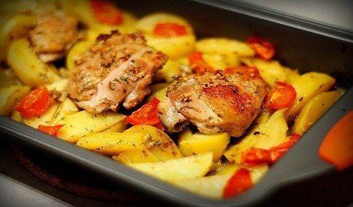 Рецепт свинины с картофелем в рукаве