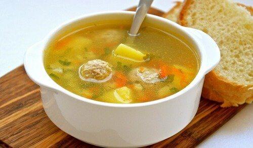 Суп с клецками на говяжьем бульоне