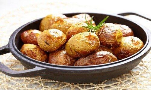 Рецепт запеченного целиком картофеля