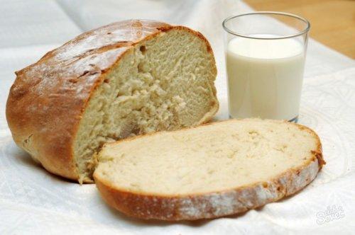 Белый хлеб с молоком