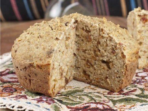 Бездрожжевой хлеб с курагой