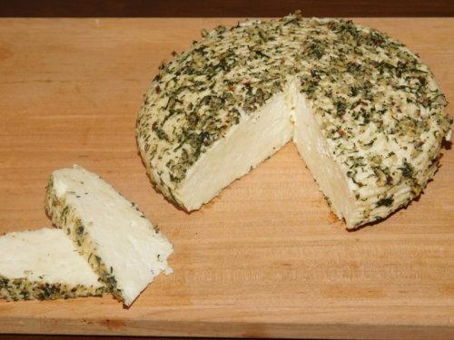 Закуска с миндальным сыром