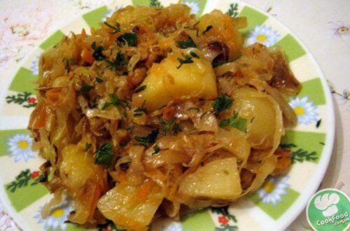 Картошка с квашеной капустой в духовке