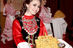 Чак-чак - национальное блюдо