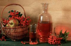 Домашняя водка на яблоках и рябине