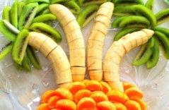 Нарезка из киви, бананов и мандаринов